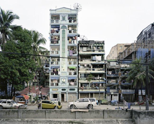 Hans-Christian Schink: Upper Mandalay Road, Yangon (1)