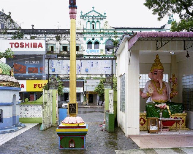 Hans-Christian Schink: Maha Pain Ne Hindu Temple, Yangon